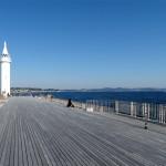 開放感が気持ち良い湘南港の白灯台